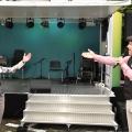 Sängerin Monique und Peter von Kron auf der Bühne (Pro Senectute Jubiläums-Tour)